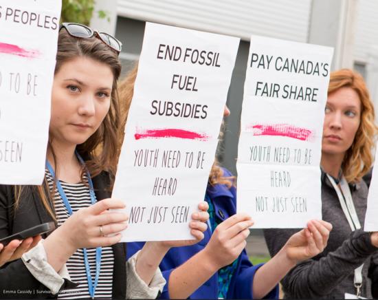 Hier, la délégation de la jeunesse canadienne a réclamé à être entendu sur la question des subventions aux énergies fossiles. (c) EMMA CASSIDY