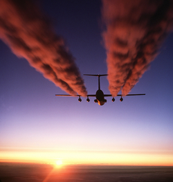 250px-C-141_Starlifter_contrail_crop1